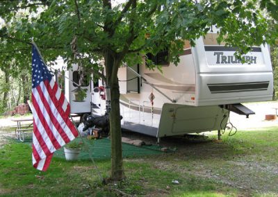 RV-site-with-American-flag
